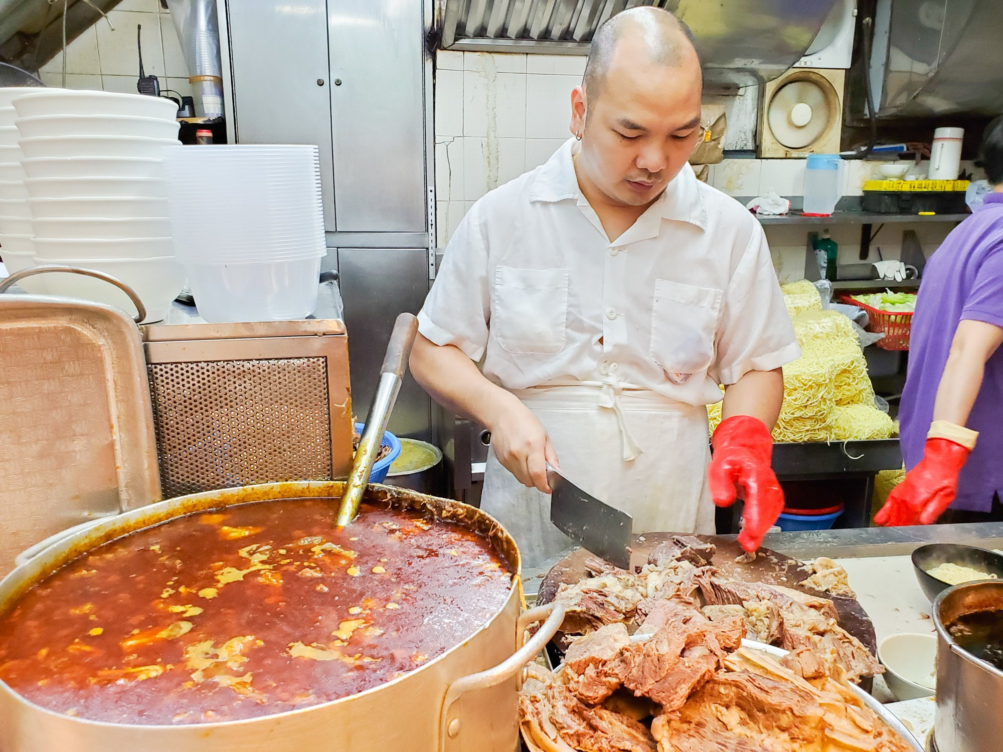 the best beef brisket noodles in hong kong at kau kee food cafe 九記牛腩