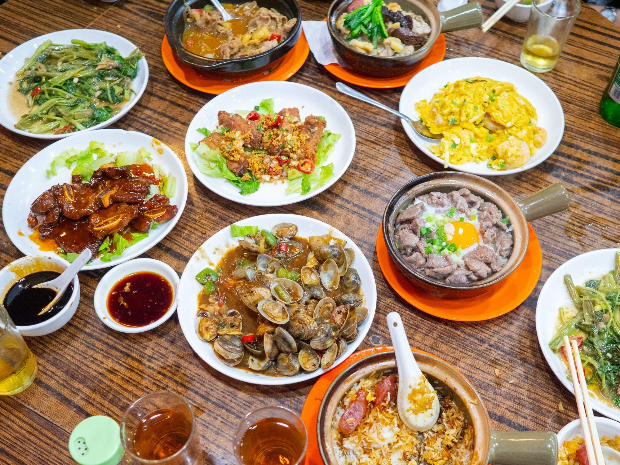 Cantonese food at kwan kee claypot rice